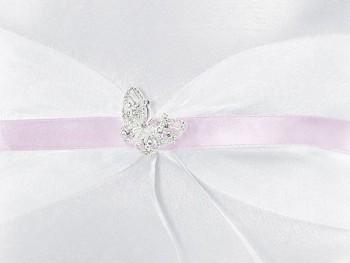Polštářek na prstýnky s růžovou stužkou a stříbrným motýlkem