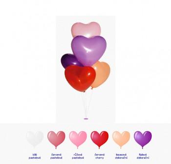 Bílý pastelový balónek ve tvaru srdce
