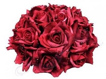 Svatební dekorace z růží  s perličkami