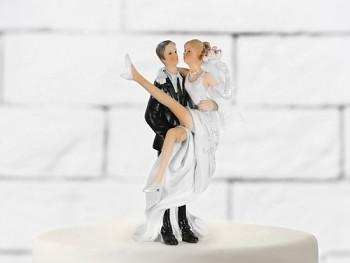 Svatební figurky nevěsta v náručí