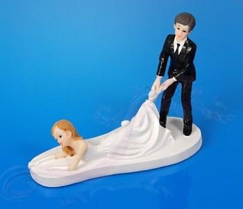 Svatební figurky ležící nevěsta