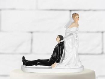 Svatební figurky ženich a nevěsta s deštníkem