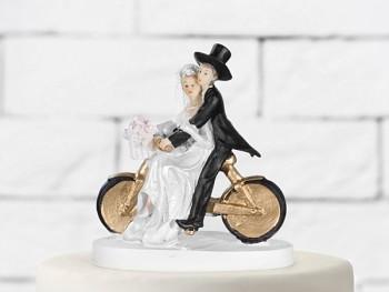 Svatební figurky ženich a nevěsta na zlatém kole