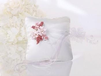 Polštářek na prstýnky s růžovými květy