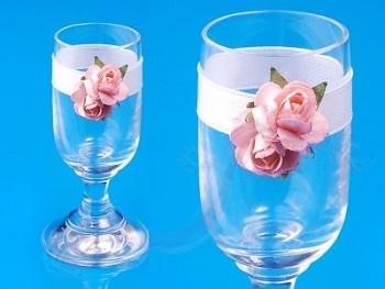 Skleničky na vodku s růžovými růžemi