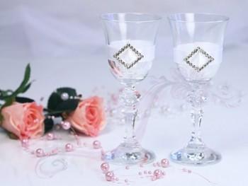 skleničky na vodku se stříbrnou aplikací