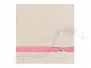 Svatební album s růžovou stuhou a přezkou